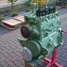 motor buiten in lichtgroene kleur