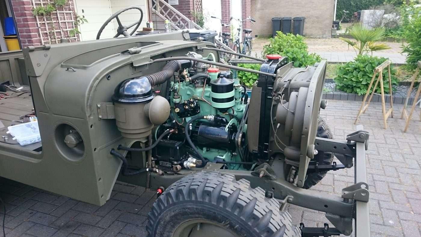 Jeep Nekaf M38a1 luchtfilter aan auto gemonteerd - RJ Army Militaria
