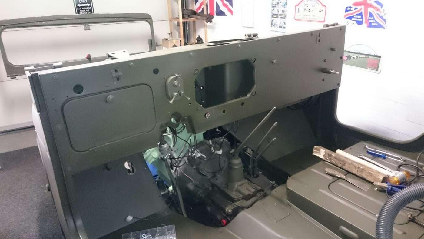 Jeep Nekaf M38a1 dashboard in de auto - RJ Army Militaria